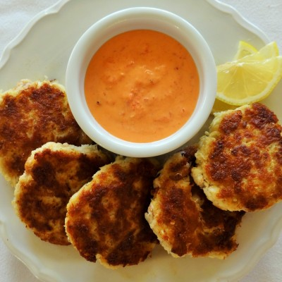 Prosciutto Crab Cakes with Roasted Red Pepper Sauce